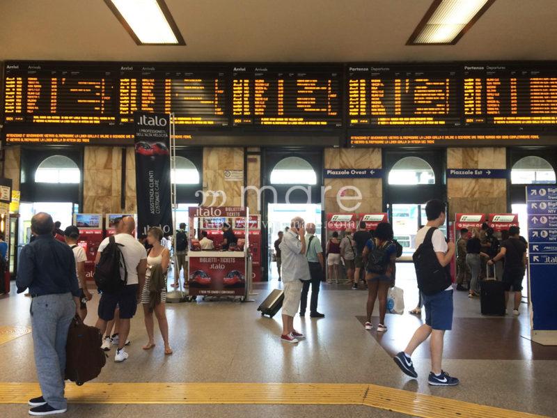 ミラノからボローニャにイタロで日帰り旅行!駅構内