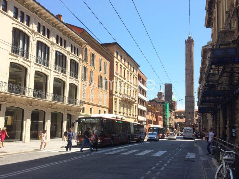 ミラノからボローニャにイタロで日帰り旅行!ボローニャの斜塔1