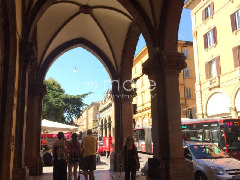 ミラノからボローニャにイタロで日帰り旅行!ポルティコとバス