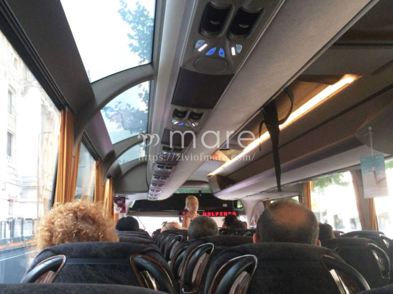 イタリアへの入国とミラノマルペンサ空港からミラノ中央駅までのシャトルバス車内