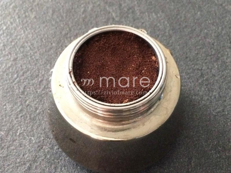 モカエキスプレスの使い方 フィルターバスケットにコーヒーの粉を入れる