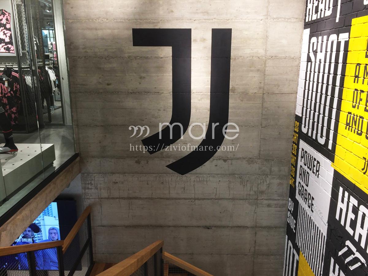 ミラノにユヴェントスストアが7月4日にオープン!店内踊り場