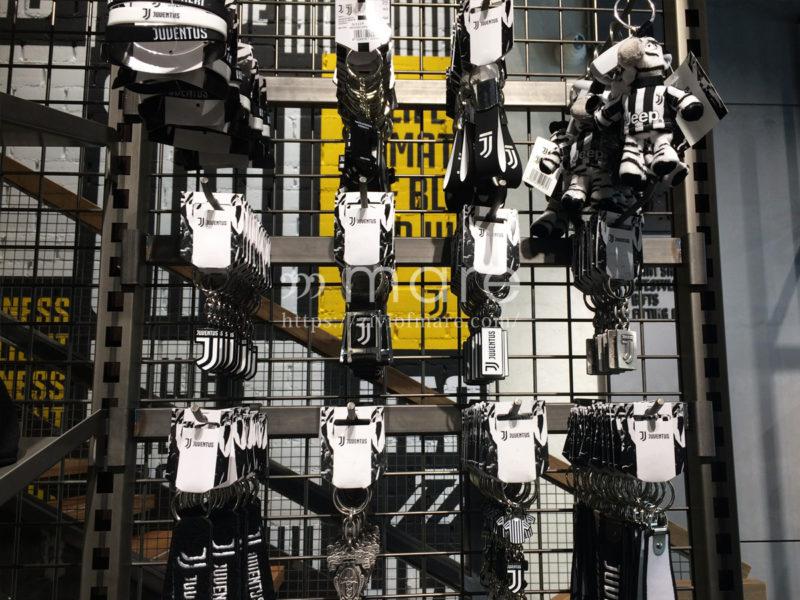 ミラノにユヴェントスストアが7月4日にオープン!店内アクセサリー