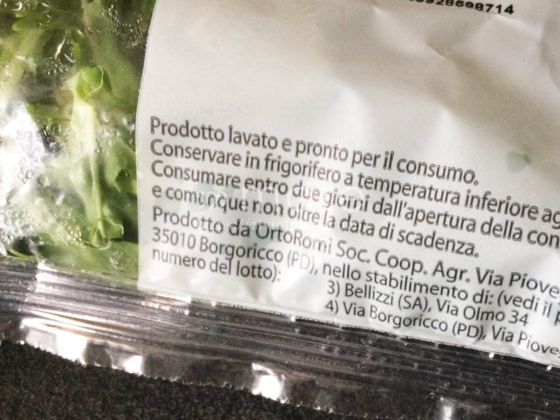 カット野菜はそのまま食べて大丈夫?バックパッカーや節約派必見ルッコラ裏面