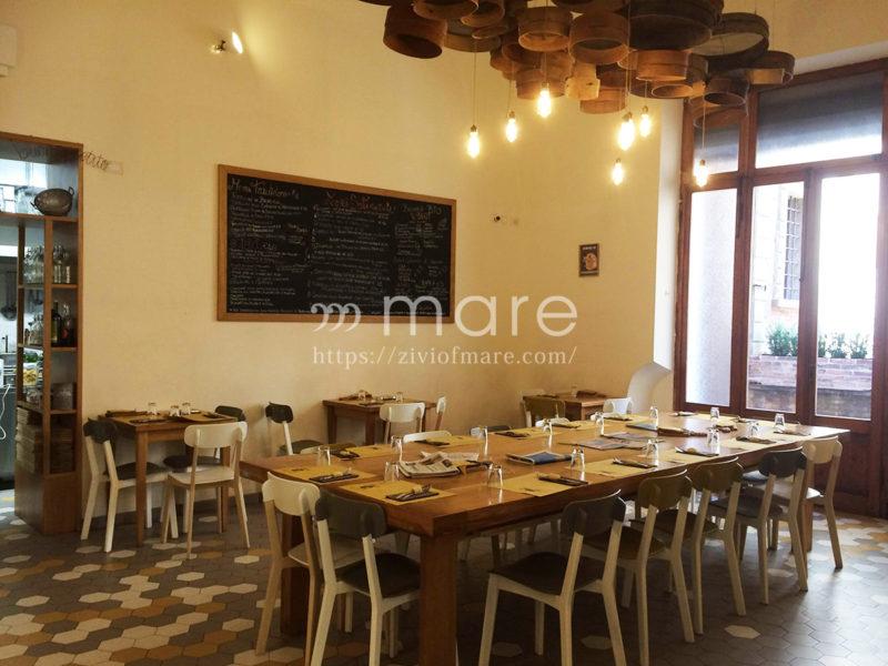 ボローニャで本場ボロネーゼ!1963年に始まったパスタ屋さんSfoglia Rina広いテーブル