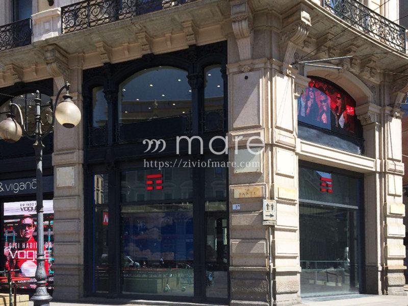 ミラノにイタリア初ユニクロ1号店がオープン!場所はドゥオモからすぐ3